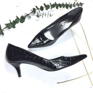 Bandolino faux snakeskin black pumps size 8.5